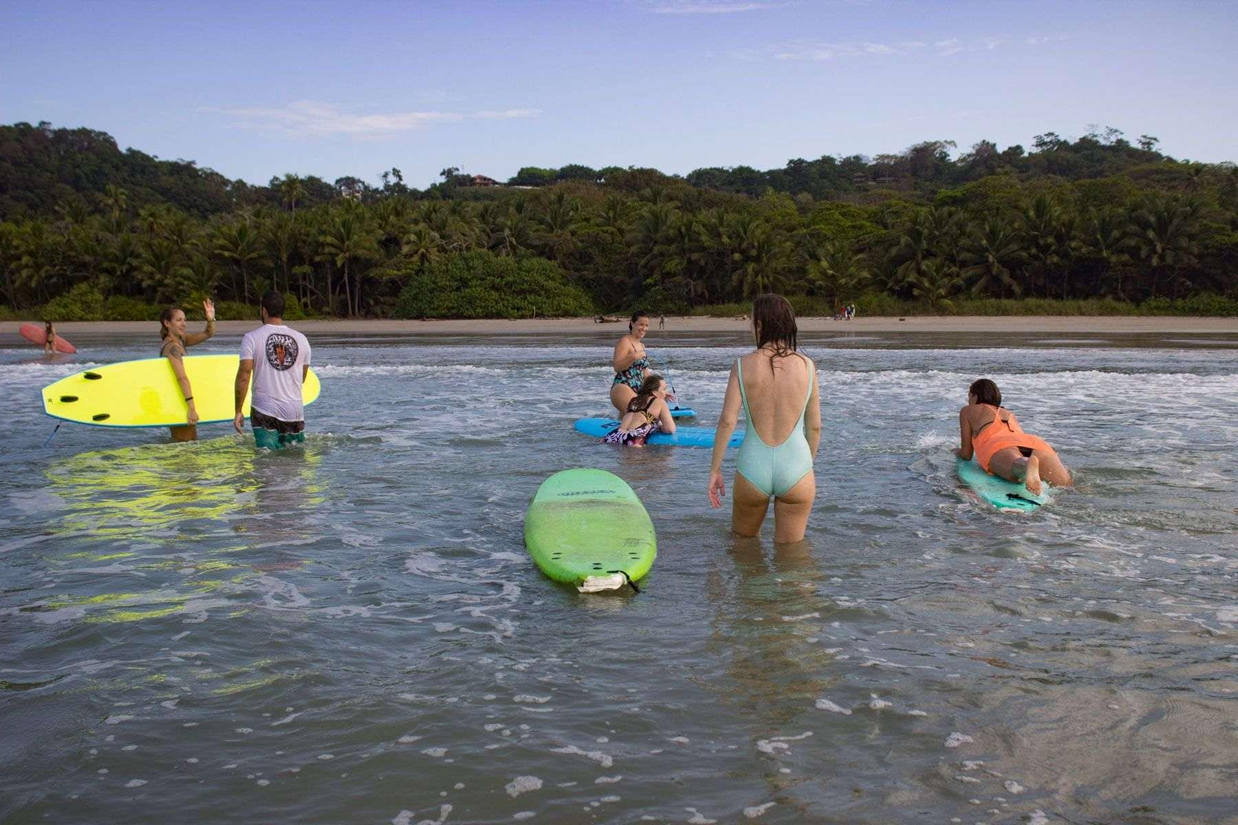 yoga-y-surf-en-costa-rica